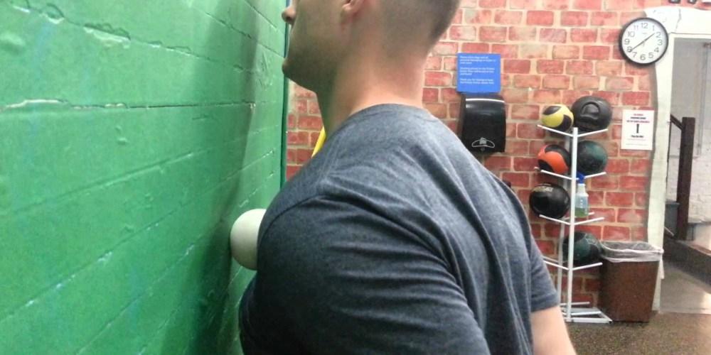 Aprende como eliminar la molesta espalda encorvada
