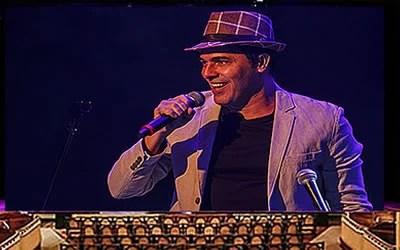 Claudio Lins canta Chico Buarque no Municipal de Niterói