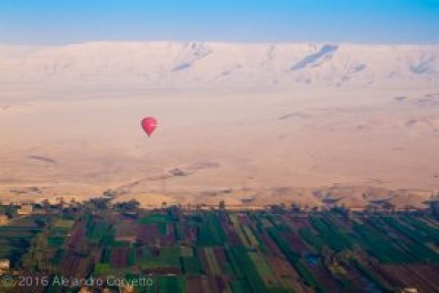 Balloon Luxor over desert