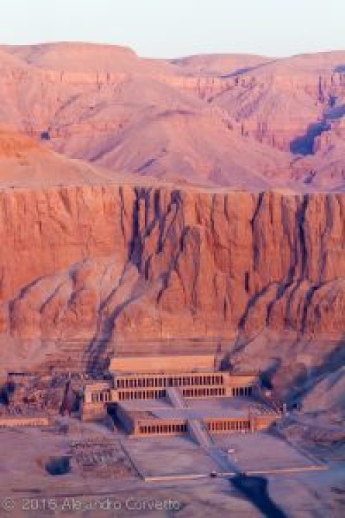 Hatshepsut temple from balloon