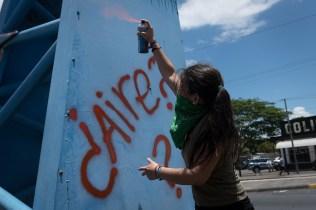 Aunque era una acción pacífica, los jóvenes fueron reprimidos por la Policía Nacional que, en cuestión de minutos, desplegó antimotines en la zona. Carlos Herrera. Niú