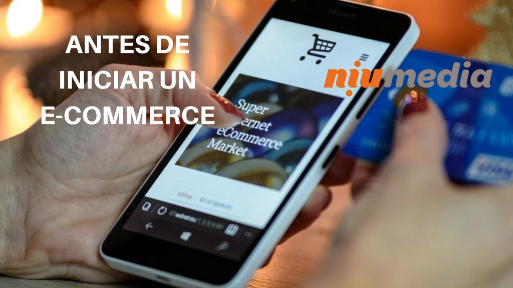 Antes de Iniciar un E-Commerce, Smartphone con Tienda en Línea