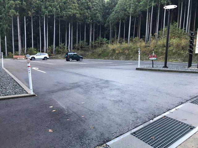 中出駐車場