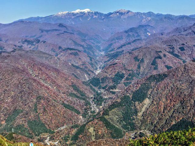 山頂から見る紅葉