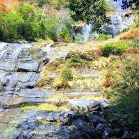 程野 ⇒ 滝を巡る散策路には紅葉が染みる