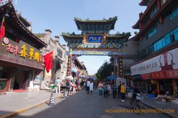 Gerbang Su Yuanmen ancient Street, yang merupakan pusat barang barang kuno