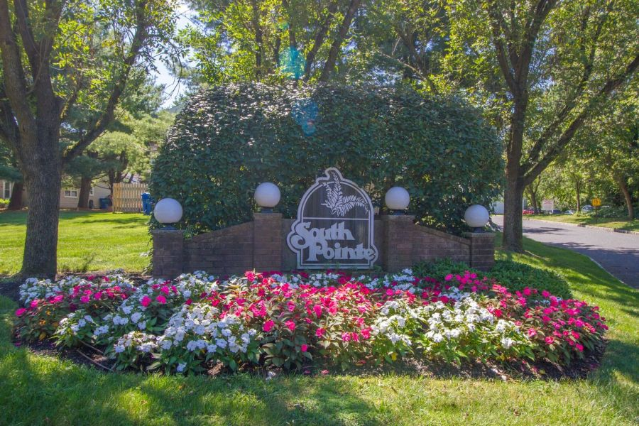 South Pointe Condos Tinton Falls Sign