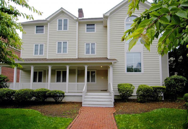 Montclair Chesapeake Condos