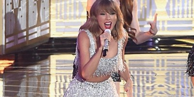 VMA performance of Shake It Off by Taylor Swift