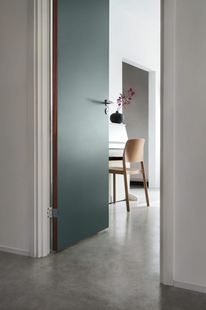 innerdörr-grön-frame-walnut-dörrhandtag-buster-punch-swedese-njord