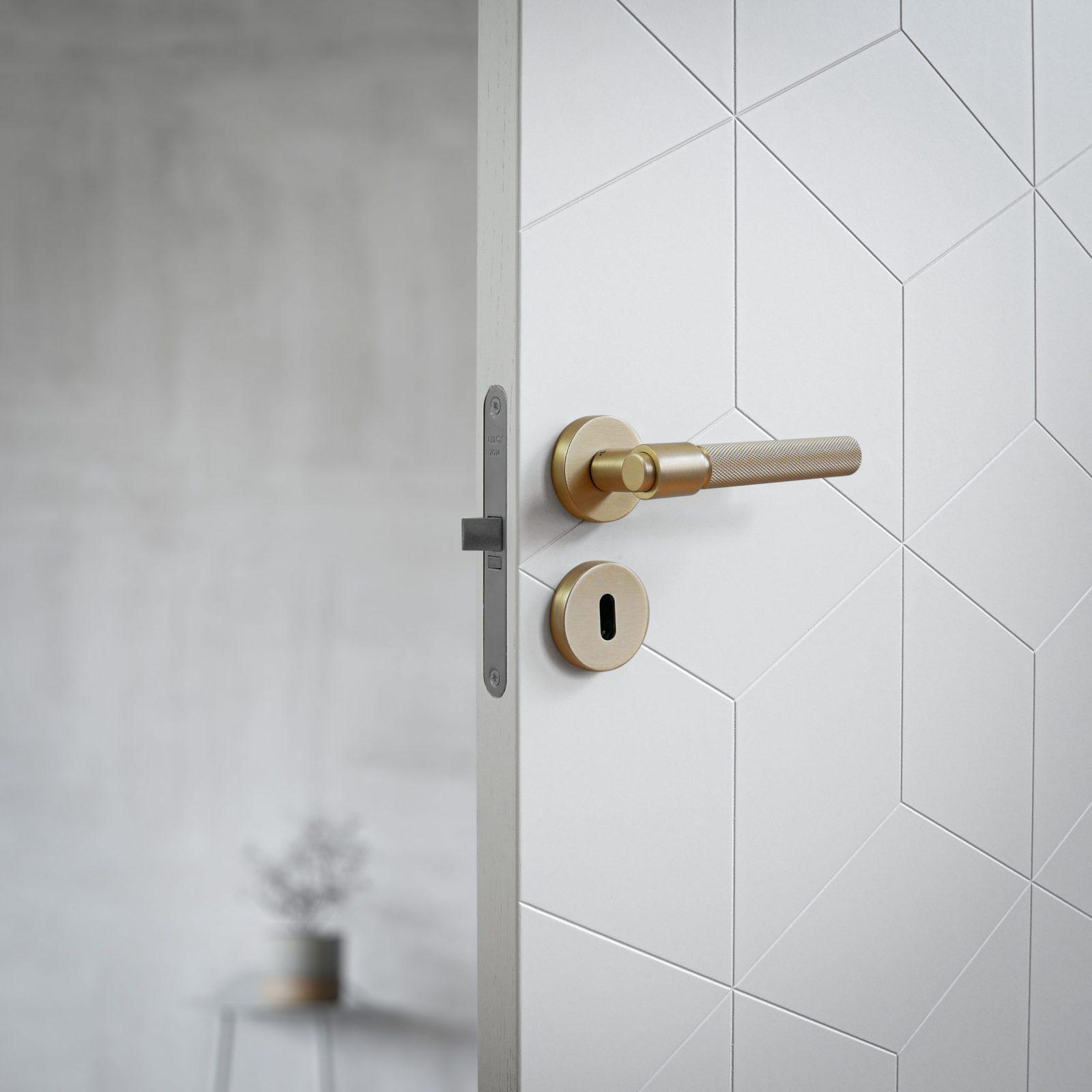 dörrhandtag-helix-200-mässing-beslag-design-njord