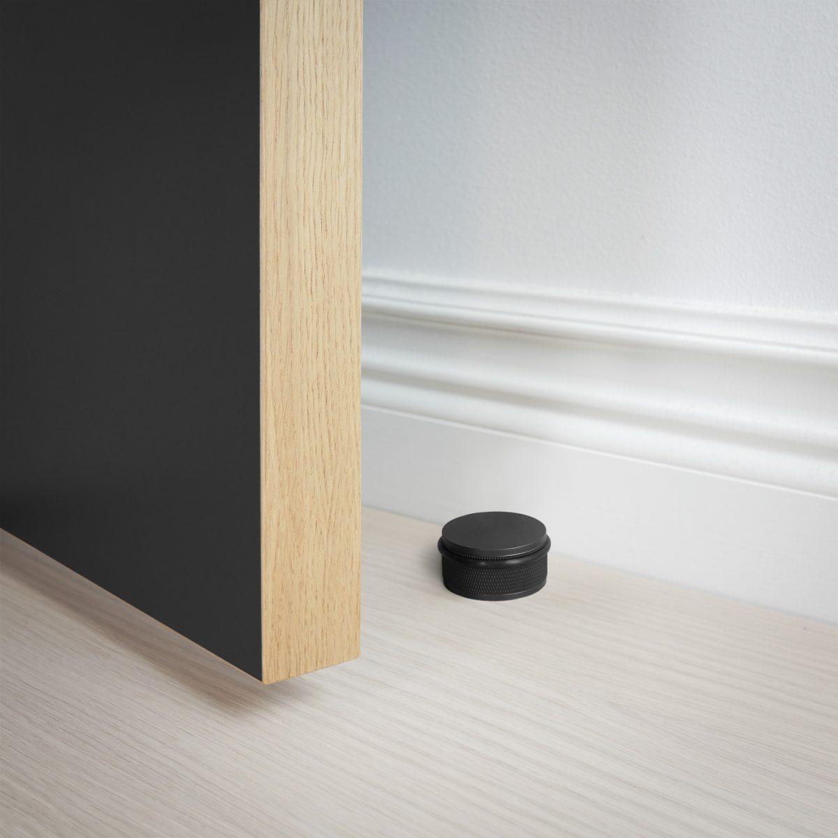 dörrstopp-golv-dörr-svart-buster-punch-njord