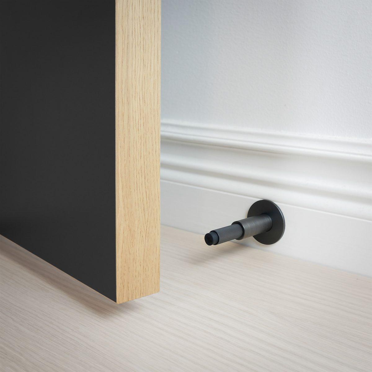 dörrstopp-vägg-dörr-brons-buster-punch-njord