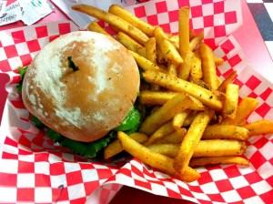 ハワイで最高においしいハンバーガー!『Teddy's Bigger Burgers(テディーズビガーバーガー)』