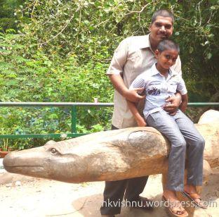 രണ്ട് ജീവികൾ കൂടിന് പുറത്ത്! - Vishnu & Hrishikesh at Thiruvananthapuram Zoo in May 2017