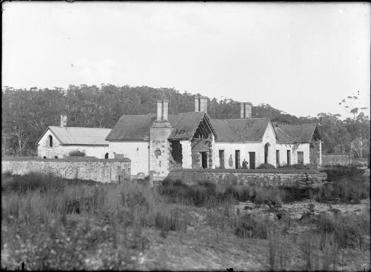 Image Credit: National Library of Australia, nla.pic-vn3108373 Wellings, C. E. (Charles Eden), -195- [Sea Horse Inn, built by Ben Boyd in 1840s, Boydtown, New South Wales