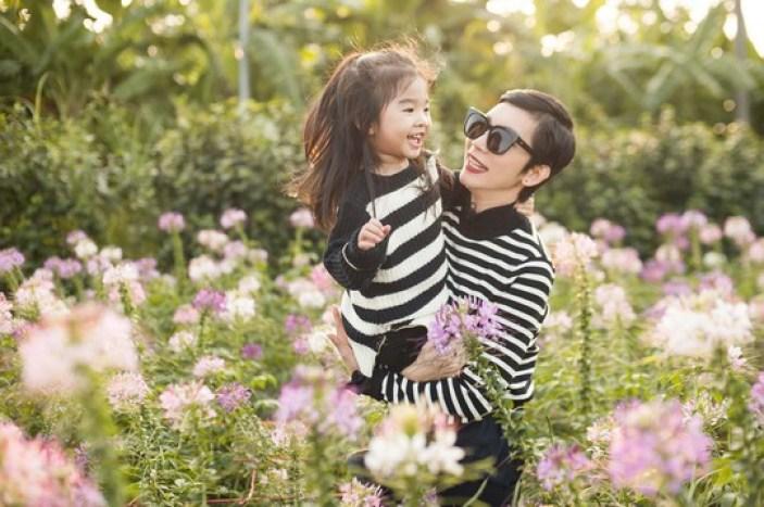 Góc khuất đẫm nước mắt của những bà mẹ đơn thân trong showbiz Việt - Ảnh 4.