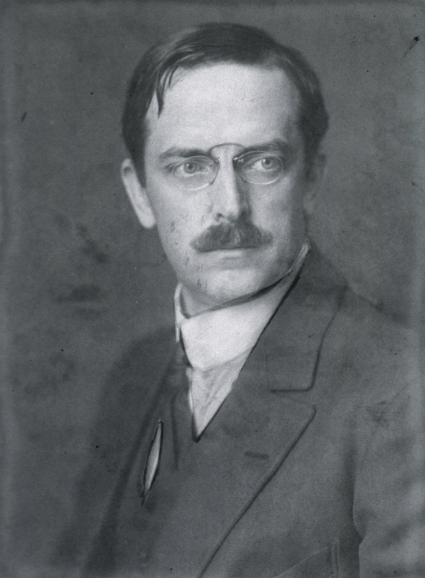 Photograph of a man in a suit and pince-nez.