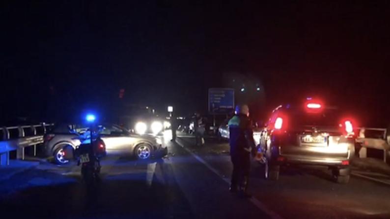 Aksident tragjik, 27-vjeçari humb kontrollin e makinës, 3 persona humbin jetën