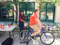 Bike-blender-smoothie-Sharon-student-4.21.15-300x225