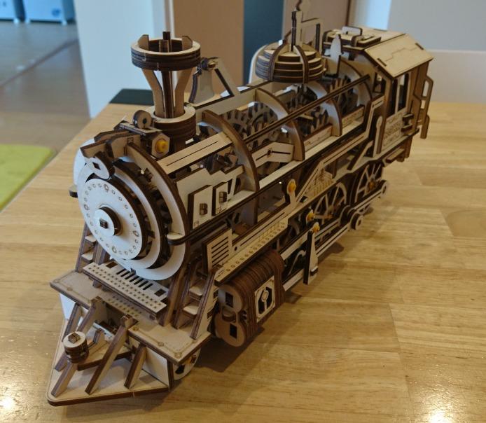 3D木製パズル LOCOMOTIVE LK701の完成の写真