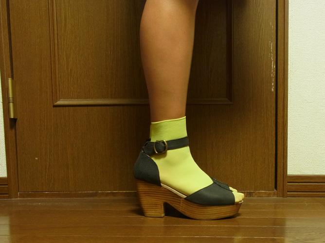 靴下屋のハイカット ナイロン靴下 黄緑×ヒール