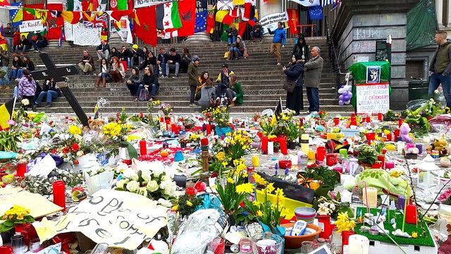 Homage lors des attentats d'avril 2016 - Bruxelles - No Mad Land