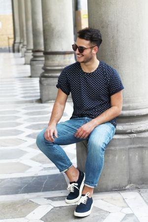 柄Tシャツ×ジーンズ