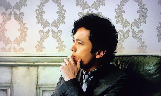 見つめる稲垣吾郎
