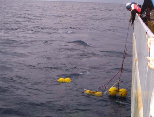 Capturing the yellow flotation balls that have brought the BPR to the surface for recovery.