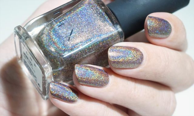 swatch of ilnp mona lisa in strong light, showing the holographic effect