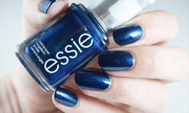 swatch of essie bell-bottom blues