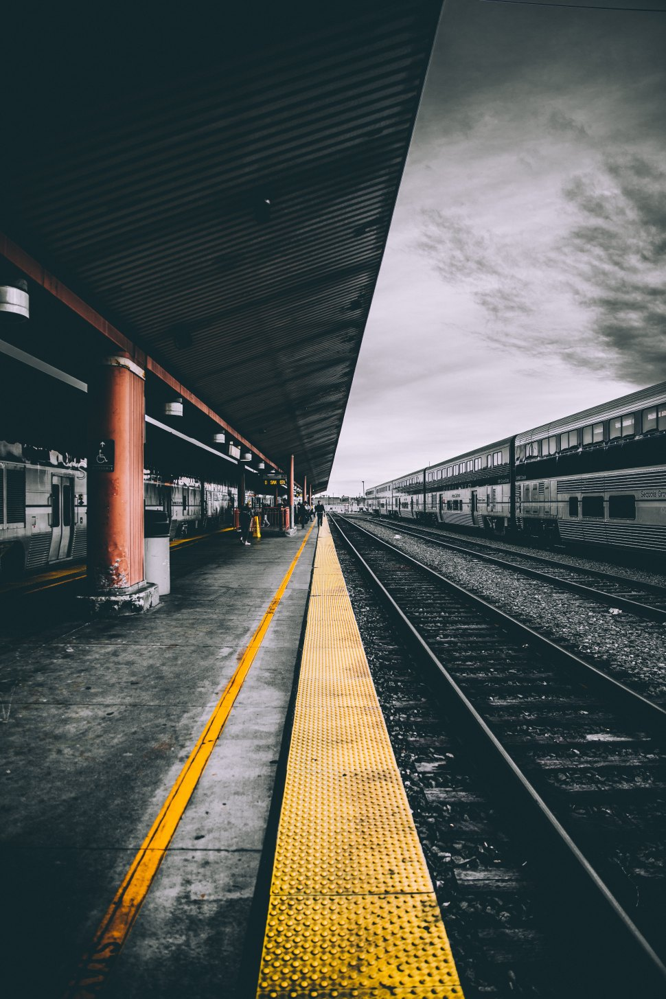 Train staition andre-benz-237612-unsplash