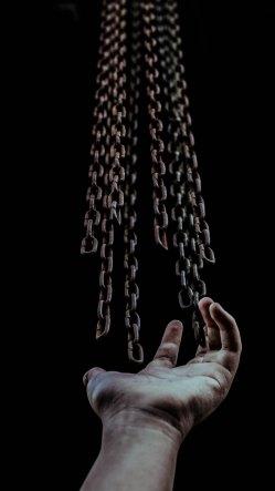 zulmaury-hand and chain-unsplash