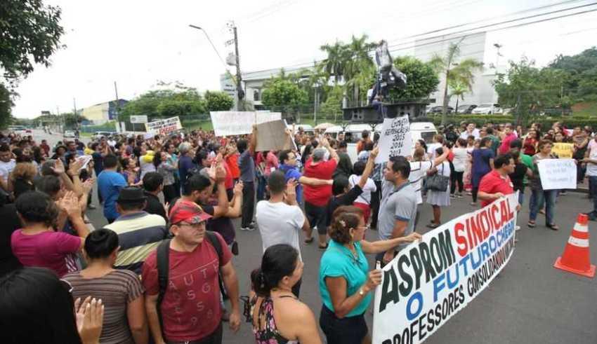 Professores do AM protestam em frente a sede do Governo / Foto: Euzivaldo Queiroz - ACrítica