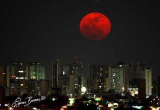 Superlua realça ainda mais a beleza da noite manauara Foto : Edmar Barros