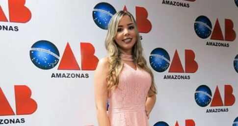 Camila Uiara Vieralves Almeida foi detida dentro Compaj, quando tentava entregar dinheiro para um dos detentos - Imagem de divulgação
