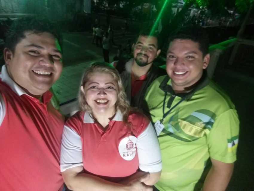 Secretário Municipal de Turismo, Comércio e Indústria, Christophan Mota com equipe do Portal No Amazonas é Assim- Imagem: No Amazonas é Assim