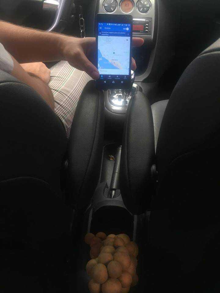 Motorista do Uber oferece Pitomba ao invés de balinha em Manaus / Divulgação