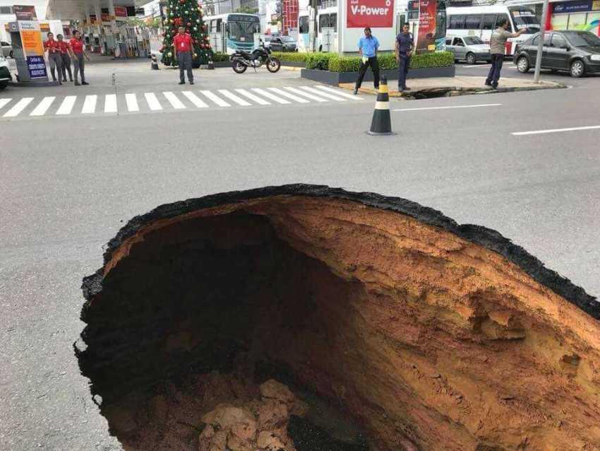 Cratera na rua Pará, no bairro Vieralves / Foto : Divulgação