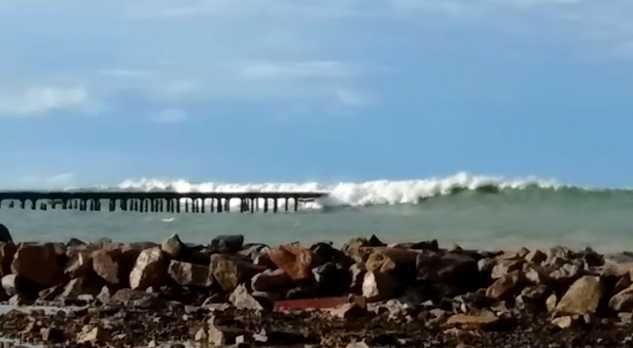 Pequenos vídeos do mini tsunami que atingiram Fortaleza pelo final da tarde na Avenida Beira Mar e Orla da Cidade