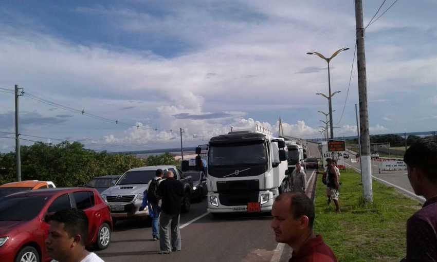 Protestos contra preço dos combustiveis, na Ponte do Rio Negro - Imagem: Via Whatsapp