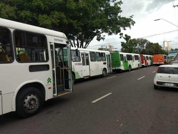 Rodoviários realizam paralisação de ônibus em Manaus - Imagem: No Amazonas é Assim