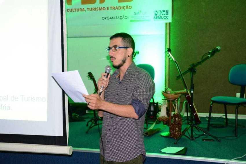 """Professor Raimundo Medeiros durante o lançamento do projeto """"Tefe Cultura, Turismo e Tradição"""" / Foto : Prefeitura de Tefé / Divulgação"""
