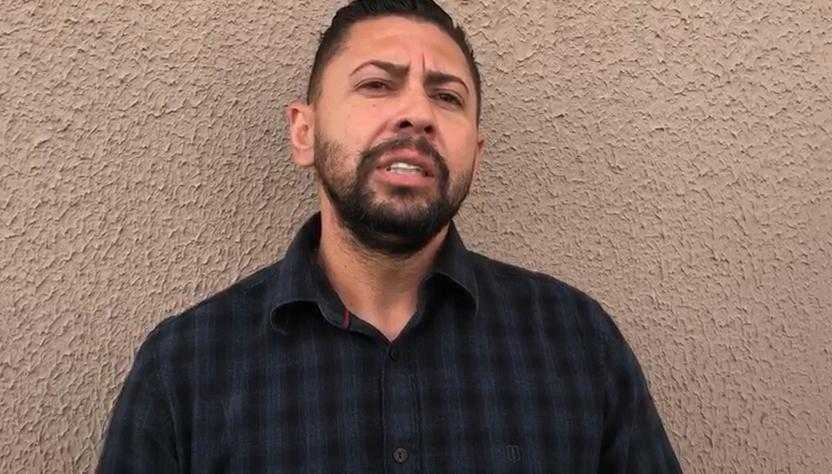 Juninho Riqueza divulgou vídeo antes de ser preso e afirmou que havia arrombado porta (Reprodução)