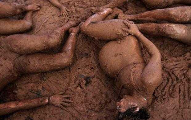Grávida na lama