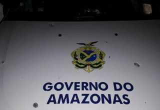 Viatura da Polícia Militar foi recebida a tiros no São Jorge em Manaus / Foto : Divulgação