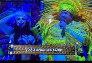 David Assayag cantando sem o tradicional óculos escuros. / Foto : Reprodução TV