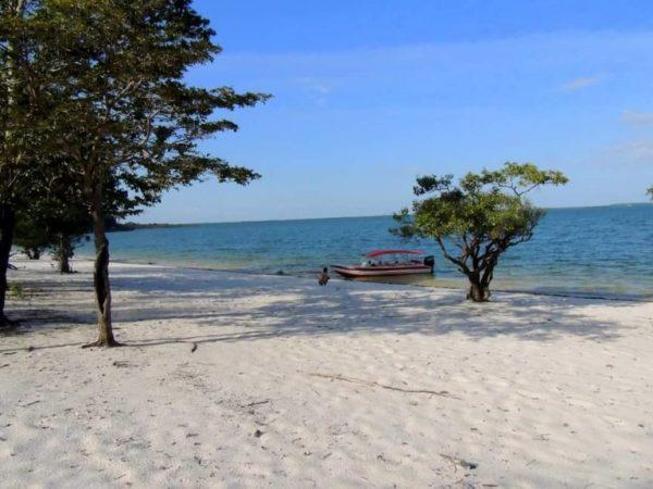 Praia do Itaracoera - Rio Uaicurapá - Parintins-Amazonas