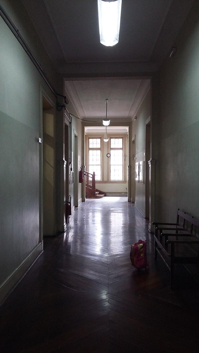 Corredor da Escola Estadual Rodrigues Alves, em São Paulo (SP), Brasil / Foto : Caroline Oliveira